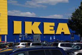 Autopflege während IKEA Einkauf